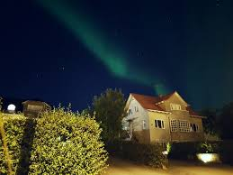 how long do the northern lights last huge waves of northern lights last night in reykjavik iceland