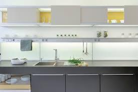 hängeregal küche die besondere küche oberschränke als design element küchenkompass