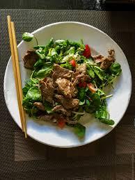 comment cuisiner le cresson envie de salade de cresson au bœuf tiède bo xao sa lat