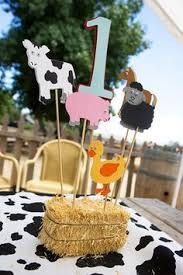 Western Style Centerpieces by Zachary U0027s Cowboy Birthday Party Sweet Customers Hay Bales