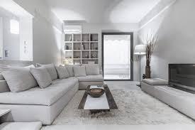 canapé gris perle peinture gris perle et meubles blanc cassé en déco mini studio