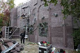 Jonathan Ross Transforms Home Into Haunted Castle For Spooky Has