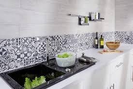 papier peint pour cuisine blanche quelle couleur de credence pour cuisine blanche maison design