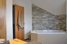 Wohnzimmer Natursteinwand Badezimmer In Naturstein Feinstein Kombi Wintersohle