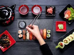 cuisine au feminin au japon il existe un resto de sushis 100 féminin biba