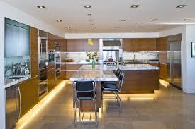 led beleuchtung küche indirekte beleuchtung küche led leisten unten holz optik fronten
