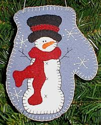 diy snowfrost mitten ornament free pattern and