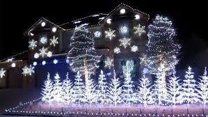 Frozen Christmas Decorations Family Syncs Christmas Lights With U0027frozen U0027 Mega Hit U0027let It Go