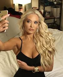 hair style from housewives beverly hills what is erika jayne s connection to rhobh real housewives