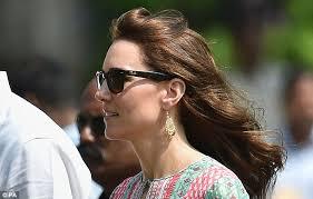 kate middleton earrings kate middleton wows with 2 500 indian designer earrings