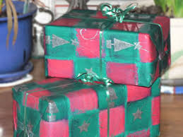 wrapping presents without or glue my plastic free