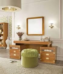 schlafzimmer spiegel spiegel für schminktisch kommode mit hocker rund im schlafzimmer