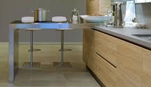 hauteur plinthe cuisine led plinthe cuisine amazing plinthes affleures avec le mur et led