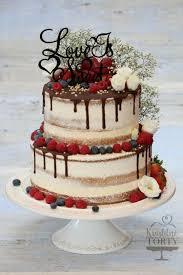 cake mit beeren und schokoglasur sieht super lecker aus