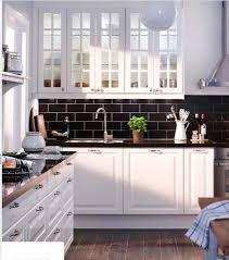peindre plan de travail carrelé cuisine plan de travail cuisine gris anthracite carrelage plan travail