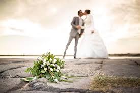 photo de mariage originale photo originale du bouquet de la mariée par studio graou photos