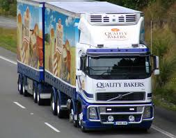 volvo lastebil file quality bakers truck sh1 near dunedin new zealand jpg