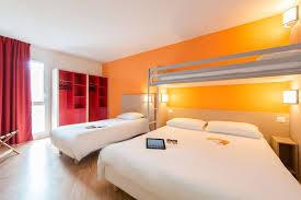 hotel avec dans la chambre 77 hôtel premiere classe la rochelle centre les minimes premiere