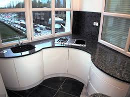 cuisine blanche brillante a grenoble cuisine cintrée façade laque blanc brillant sur