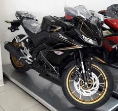 exclusive pic of yamaha r15 v3 special edition in showroom