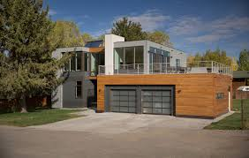 modern prefabricated homes 101 modern prefab homes you ve likely seen a lot of modern prefab homes for sale and the best prefab homes are hard to distinguish from a normal wooden built home