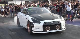 2000 corvette quarter mile 2 000 hp nissan gt r pulverizes the quarter mile in 6 93 seconds