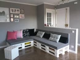 divanetti fai da te divano con i pallet costruire un divano con i bancali 20 idee