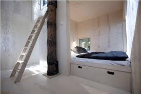 chambre dans un arbre un hôtel suédois perché dans les arbres presque invisible lunil