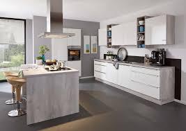 küche mit insel küche mit kochinsel theke malerisch auf küche zusammen oder in