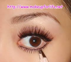 mascara on bottom lashes
