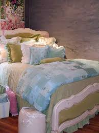 bed throw pillows