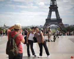 paris tourists