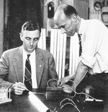 fluorescent lamp inventor