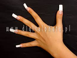 long fingernails on women