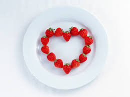 [عکس: i3975_Heart2BShaped2BMade2BOf2BStrawberries.jpg]