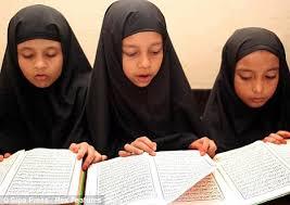 Muslimský žák se na škole v Berlíně nesmí modlit (Týden)