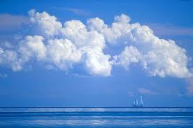 آسمان آبی رنگ