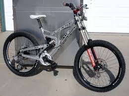 giant downhill bike