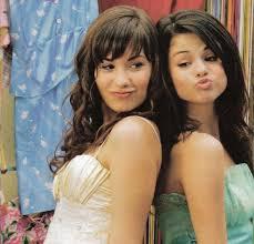موسوعه صور ديمي للمسن Selena-and-demi1