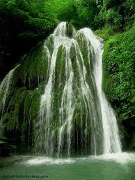 آبشار مرتفع و بلند زیبا