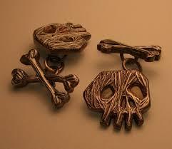 skull cufflink