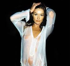 Carla Bruni accepts Woody Allen film offer