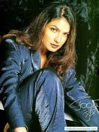 pooja bhatt body paint