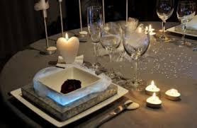 Déco de table pour la St Valentin! Table-saint-valentin-etes-fiere-decoration-table-fete-montrez_276897