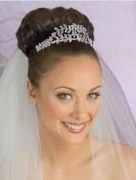 bridal veils and tiaras
