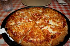 http://t0.gstatic.com/images?q=tbn:Y5lg1l4Em2fHLM:http://gochicagocard.com/blog/files/2008/01/chicago-pizza.jpg