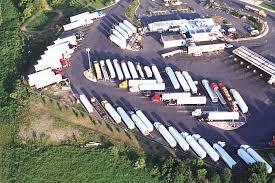 loads truck