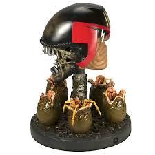 aliens statue