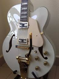 hollow bodied guitar