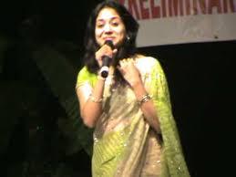 singer sunitha navel